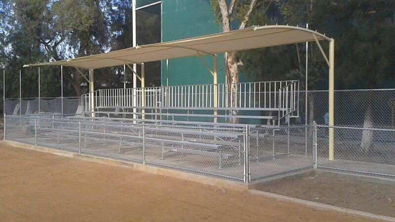 Instalaciu00f3n Irapuato, grada de 10 m x 4 lineas, aluminio, techadas ...