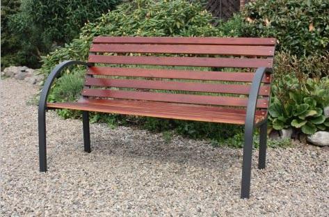 Banca madera y acero monarkk bancas para parque for Bancas de jardin de madera