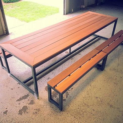 Mesa pinic estructura acero banca y mesa de madera for Mesas de exterior de diseno